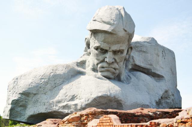 Школьная страна почтила память героев Бреста
